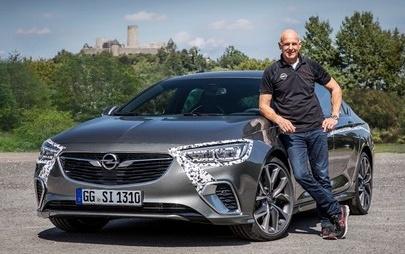 Novo Opel Insignia GSi conquista o circuito grande de Nürburgring