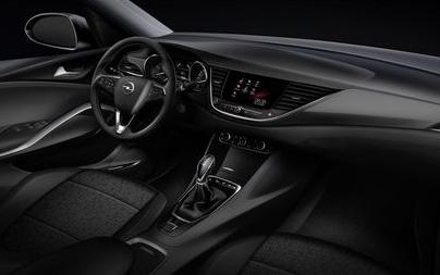 Opel alarga a gama Grandland X com versões Ultimate e IntelliGrip